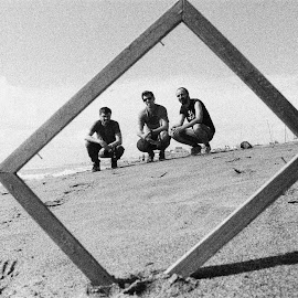 Framed Friends by Adrian Popescu - People Group/Corporate ( sand, friends, frame, b&w, expired, 35 mm, black and white, grain, analogue, analog, seaside, ilford, beach )