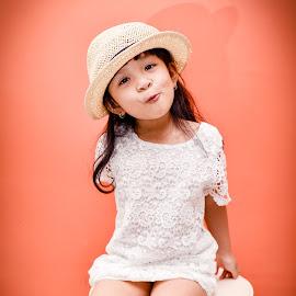 kute by Lâm Tặc - Babies & Children Child Portraits