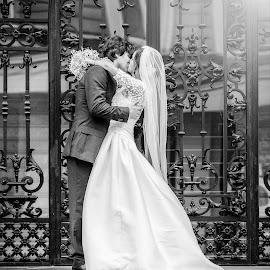 Svadobný fotograf  www.lubosvrtik.sk by Ľuboš Vrtík - Wedding Bride & Groom ( bratislava, svadobne fotenie, restauracia kamila, svadba, svadobny fotograf, svadobne fotografie, lokalita, kadernicky salon igor novosad, fotograf na svadbu )