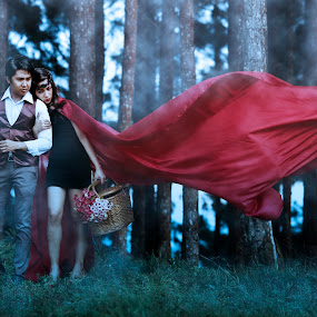 red ridding hood  by Eight Espino - Wedding Other ( wedding photographer )