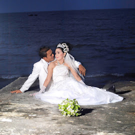 by Rie Fipro - Wedding Bride & Groom