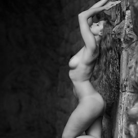 Guenuche by Reto Heiz - Nudes & Boudoir Artistic Nude ( nude, black and white, nudeart, outdoor, tunnel )