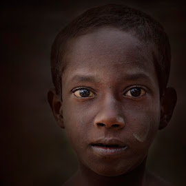 Innocent eyes  by Arnab Bhattacharyya - Babies & Children Child Portraits ( dark, india, kids, portrait, eyes )