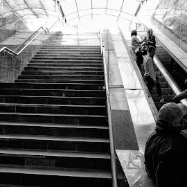 Majdan by Albert Pich - People Street & Candids ( subway, majdan, street )