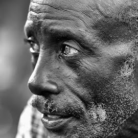 FAR AWAY by Mauro De Bettio - People Portraits of Men ( uganda, black and white, glances, experience, travel, africa, people, eyes,  )