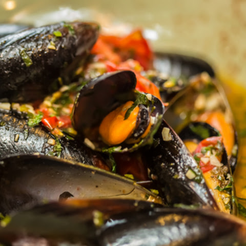 Fresh Mussels With Saffron & Lemon