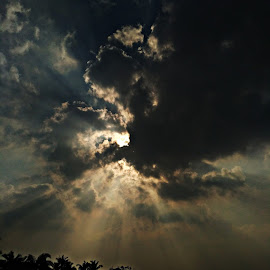 sun rays by Venkat Krish - Instagram & Mobile Android ( #redmi3s, #mobile, #sky, #evening, #sunrays )