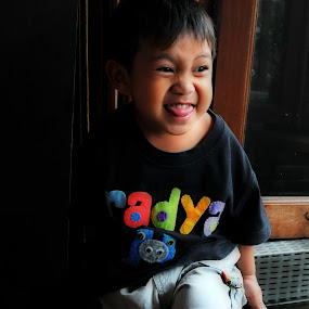 happy child by Rendy Yuninta - Babies & Children Children Candids ( child, candid, moments, photo, portrait )