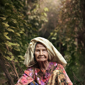 The Gardener by Iba  Kakipuqo - People Portraits of Women