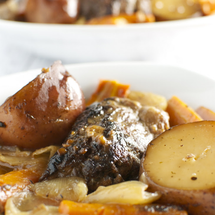 Red Wine Slow Cooker Short Ribs with Potatoes, Carrots, and Onion ...
