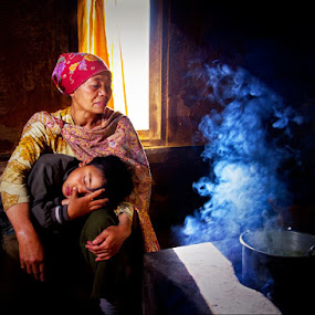grandma by Kadetz Soewoko - People Family ( canon, tengger, family, indonesia, bromo, human )