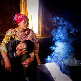 grandma by Kadetz Soewoko - People Family ( canon, tengger, family, indonesia, bromo, human )