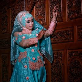 An ethnic Wedding by Mardi Tri Junaedi - Wedding Bride ( #moeslembride, #beautifulhijab, #indonesian, #ethnic, #sculpture, #hijab,  )