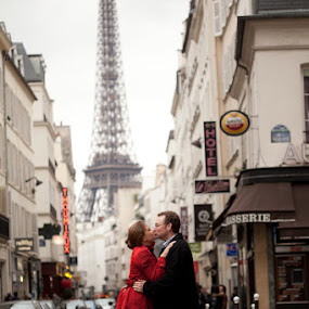 by Tanya Malott - People Couples ( paris, engagement, couples )