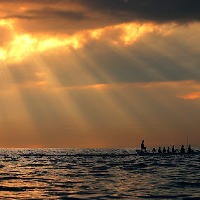 Fuel of Rays by Alit  Apriyana - Transportation Boats