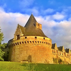 Pontivy castel by Ciprian Apetrei - Instagram & Mobile Other ( mobile photos, castle, traditional, architecture, brittany )