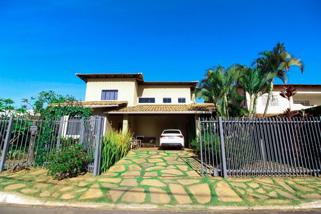 Casa em Condomínio com quartos para Alugar, 300 m²