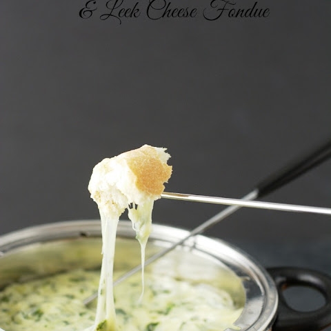 Gluten Free Spinach and Leek Cheese Fondue #SundaySupper