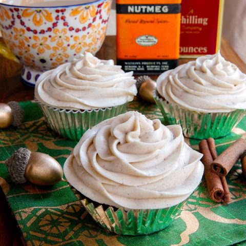 Pumpkin Cranberry Cupcakes with Cinnamon Cream Cheese Frosting