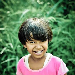 Senyum Lebar by Ratian Wahyudi - Babies & Children Child Portraits