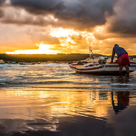 sunrise with fisherman by Rqserra Henrique - Landscapes Sunsets & Sunrises ( clouds, brazil, sunset, rqserra, beach, landscape, reflexes )