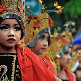 Dancing expression by Wahid Hasyim - Babies & Children Child Portraits ( child, parade, potrait, dancing, photographer, children, photo, women, photography )