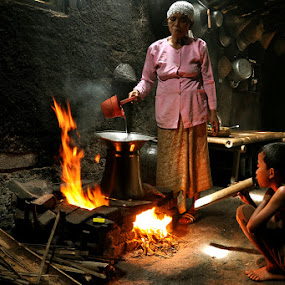 Helping mother to cook by Haryadi Chalil - People Family ( mom and 'kid', human interest )