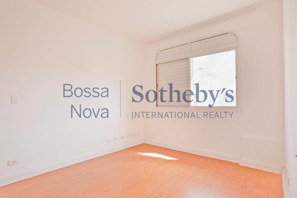 Muito bem localizado, no Itaim, ótimo apartamento reformado.