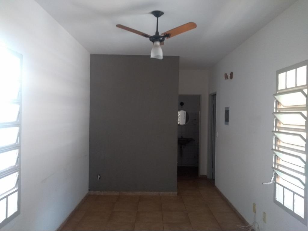 Casa com quartos para Alugar, 91 m²