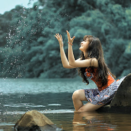 water splash by Everlasting Art - People Portraits of Women