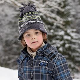 Winter portrait by Michaela Firešová - Babies & Children Child Portraits ( portait, child, winter )