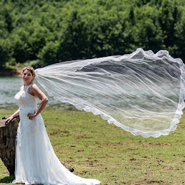 by Foto Paths - Wedding Bride