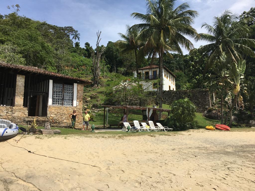 Angra dos Reis - Fazenda com Casa Antiga + Ilha Terreno 680.000m² com 1.100m de Praia Privativa para Venda.
