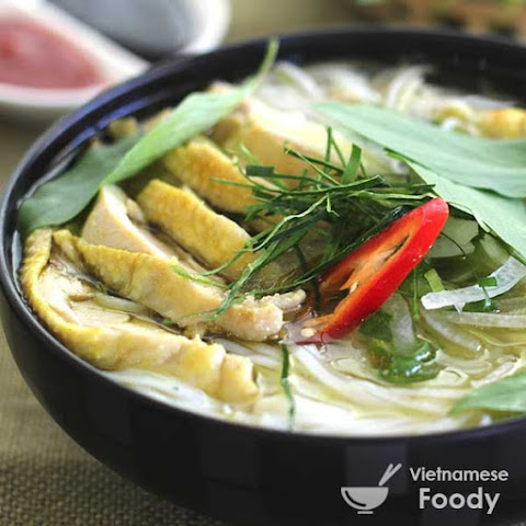 Description Vietnamese Chicken and Cellophane Noodle Soup (Mien Ga)