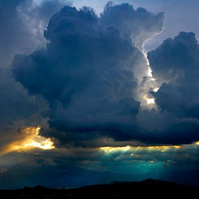 Storm and sunset by Cristobal Garciaferro Rubio - Landscapes Cloud Formations ( clouds, sunset, mexico, puebla, storm )