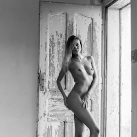 nude in the door by Reto Heiz - Nudes & Boudoir Artistic Nude ( nude, on location, nudeart, door, female nude )