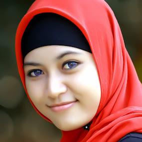Blue Eyes... by Moh Maulana Lana - People Portraits of Women