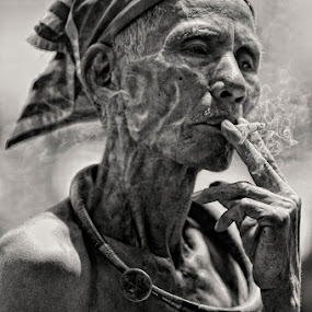Hmmmm... by Jaka Ferdiyanto - People Portraits of Men