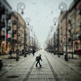 Snowy way to school by Jakub Juszyński - Instagram & Mobile Android ( school, street, snow, way, kielce, architecture, morning, poland, kid )