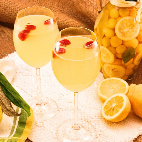 Limoncello and Raspberry Prosecco Cocktail