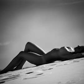 Silhouette in the sun by Riaan Swanepoel - Nudes & Boudoir Artistic Nude ( dunes, model, nude, silhouette, south africa, atlantis )