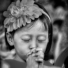 LITTLE PRAYER by Frans Priyo - People Street & Candids ( faith, pray, children,  )