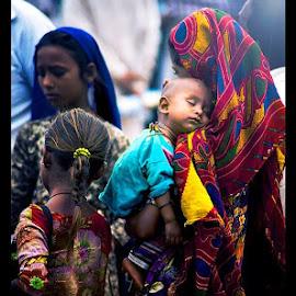 Motherhood by Divyen Bhadeshiya - People Street & Candids ( mela, child, mother, indian, traditional, baby, tarnetar )