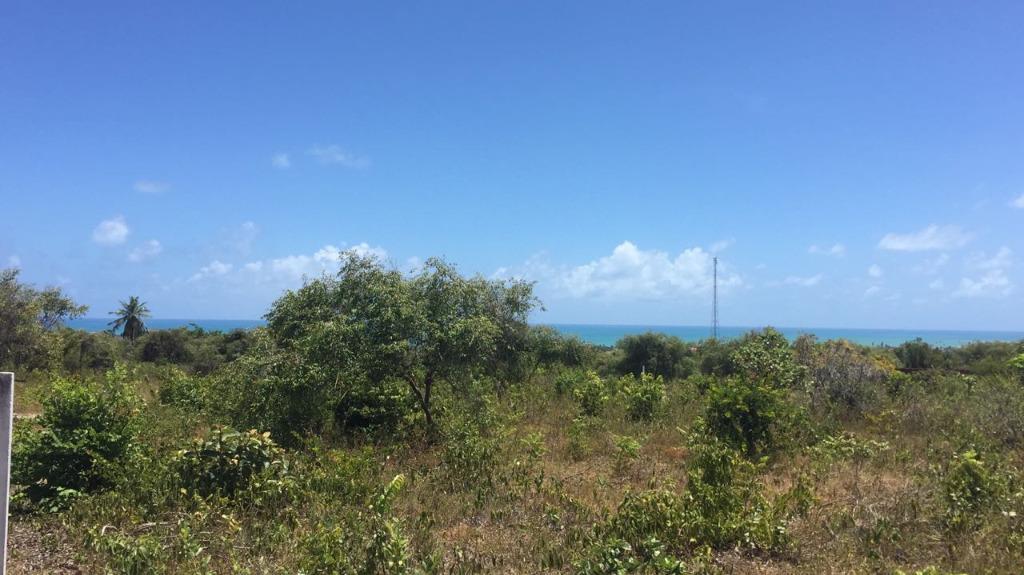 Terreno à venda em Carapibus, com vista para o mar.
