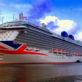 Britannia. by Dave  Horne - Transportation Boats