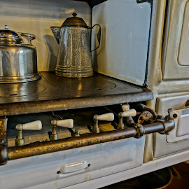 Used by Barbara Brock - Artistic Objects Antiques ( old stove, antique cook stove, old gas stove, old cook stove )