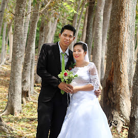 Post Nuptial Outdoor by Hanzel Lacida - Wedding Bride & Groom