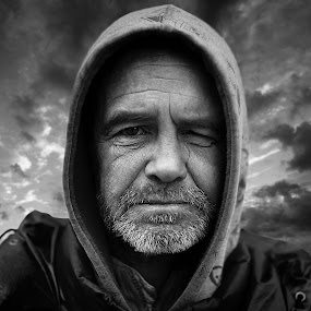 Homeless by Robert Stasiukiewicz - People Portraits of Men ( homeless, poor, documentary, senior citizen, portrait, man )