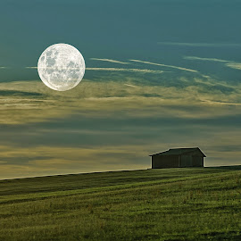 Lonely haus! by Jesus Giraldo - Buildings & Architecture Homes ( home, moon, beauty, landscape, lonely, charmm )
