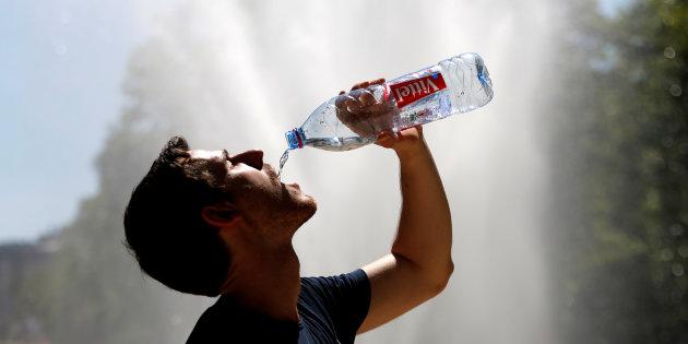 Supermercado de orgânicos frances, Biocoop, parou de vender água em garrafa.